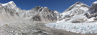 Lingtren - Left to right: Lingtren-Khumbutse - Everest west shoulder.