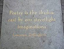Placca con citazione da una poesia di L. Ferlinghetti sul marciapiede all'esterno di City Lights Bookstore