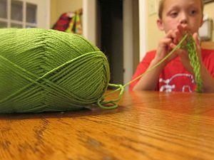 Finger knitting - Child finger knitting