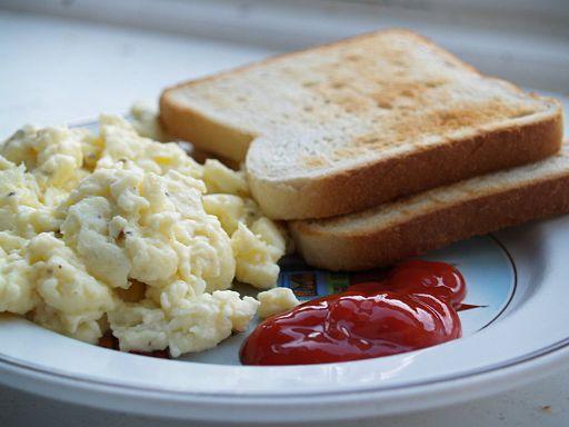 Flickr - cyclonebill - Røræg, toast og ketchup