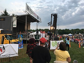 The 5th Dimension - Florence LaRue and the 5th Dimension performing a free outdoor concert in Manalapan, New Jersey in 2018