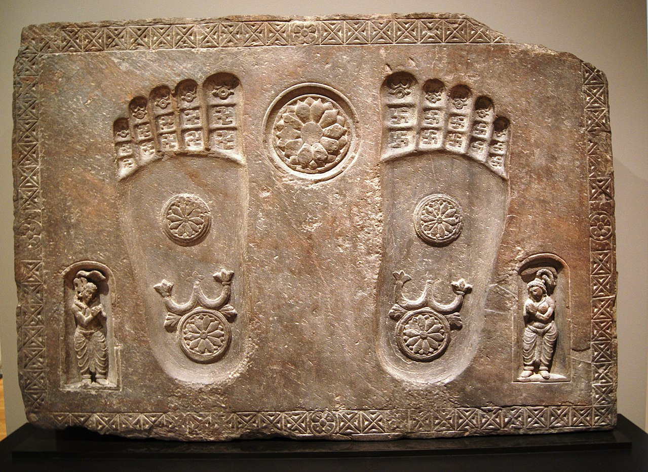 1280px-Footprints_of_the_Buddha_%282nd_century,_Yale_University_Art_Gallery%29.jpg