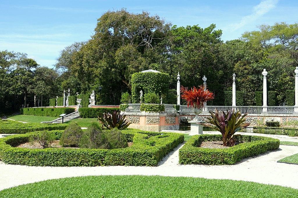 File:Formal gardens - Vizcaya Museum and Gardens - Miami, Florida ...