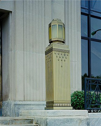 Federal Building and United States Courthouse (Sioux City, Iowa) - Image: Front Lamp Detail, United States Courthouse, Sioux City, Iowa