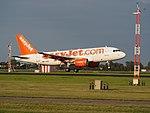 G-EZIM easyJet Airbus A319-111 landing at Schiphol (EHAM-AMS) runway 18R pic1.JPG