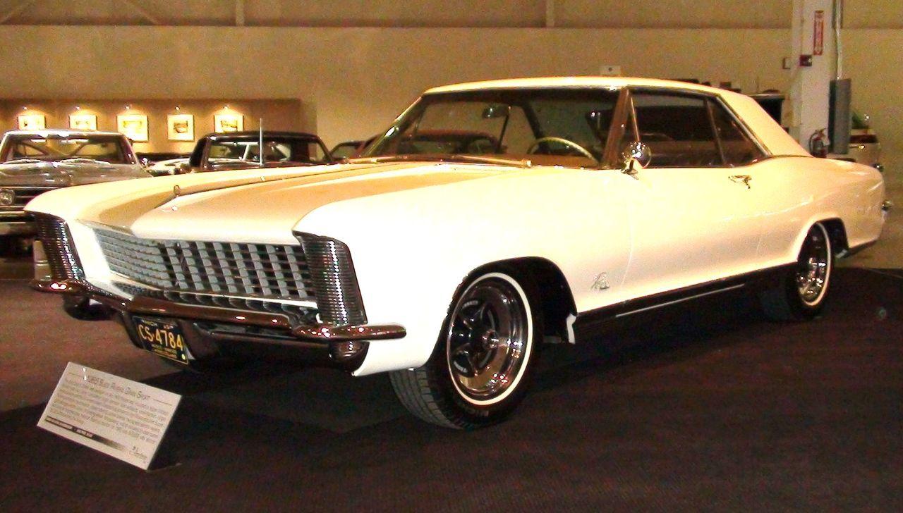 1280px-GM_Heritage_Center_-_029_-_Cars_-