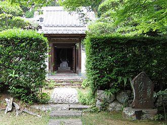 Lady Tsukiyama - Gakkutsu-byō, Lady Tsukiyama's mausoleum at Seirai-in in Hamamatsu, Shizuoka.