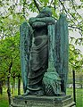 Gefallenendenkmal von Robert Saake, 1927 - Mutter Erde fec.jpg