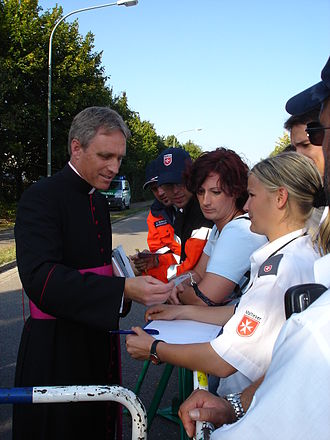 Georg Gänswein - Msgr Gänswein greeting Malteser International helpers in 2006