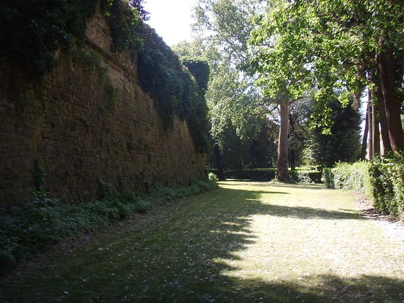 File giardino torrigiani mura interne rinascimentali jpg for Giardino torrigiani