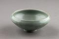 Grön keramikskål från Longquan i Kina södra Song-dynastin, 960-1279 - Hallwylska museet - 95505.tif