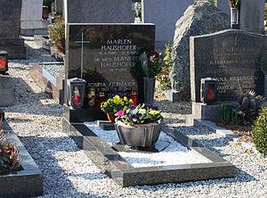 Marlen Haushofer - Haushofer's grave.