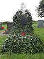 Grabstein auf dem Friedhof in Obernissa.JPG