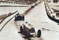 Grand Prix de Monaco 1933, Varzi devant Nuvolari le long du port.jpg