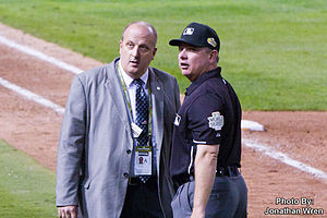 Greg Gibson (umpire) - Gibson speaks with MLB official requesting fan's removal from World Series game