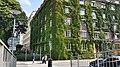 Groene gevel woongebouw Stockholm (48611447722).jpg