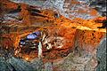 Grotte aménagée dans la baie dHalong (4374659819).jpg