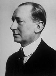 Guglielmo_Marconi_1920_perfil.jpg