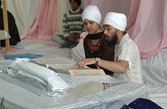 Criticism of Sikhism - Guru Granth Sahib being read.