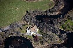 Gusums kyrka från luften.jpg