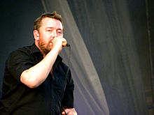 Guy Garvey of Elbow at the V Festival 2009.jpg
