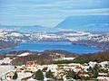 Hameau du Haut Vernay et lac de Paladru en hiver.JPG