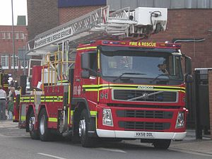 Hampshire Fire and Rescue Service - Image: Hampshire Fire and Rescue Service vehicle HX58 DDL