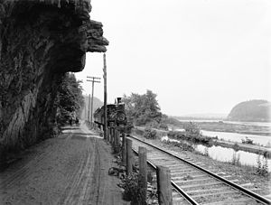Pennsylvania Canal (North Branch Division) - Hanging rock, road, railroad, canal, and Susquehanna River near Catawissa in about 1890–1901