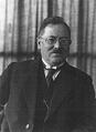 Heike Kamerlingh Onnes - 53 - Wander Johannes de Haas (1878 - 1960), in 1924 together with Willem Keesom (1876 - 1956).png