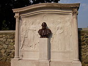 Henry_Wadsworth_Longfellow_memorial,_Cambridge,_MA_-_general_view.JPG