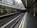 High Street Kensington stn through platforms look clockwise.JPG
