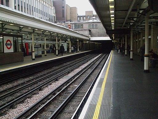 High Street Kensington stn through platforms look clockwise