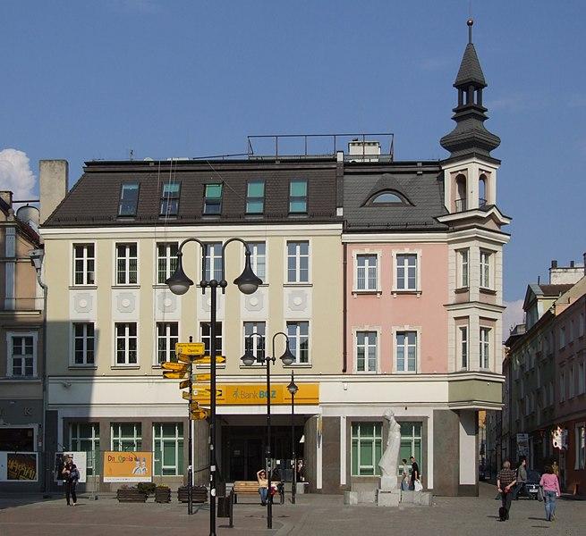File:House in Oppeln, market square.jpg