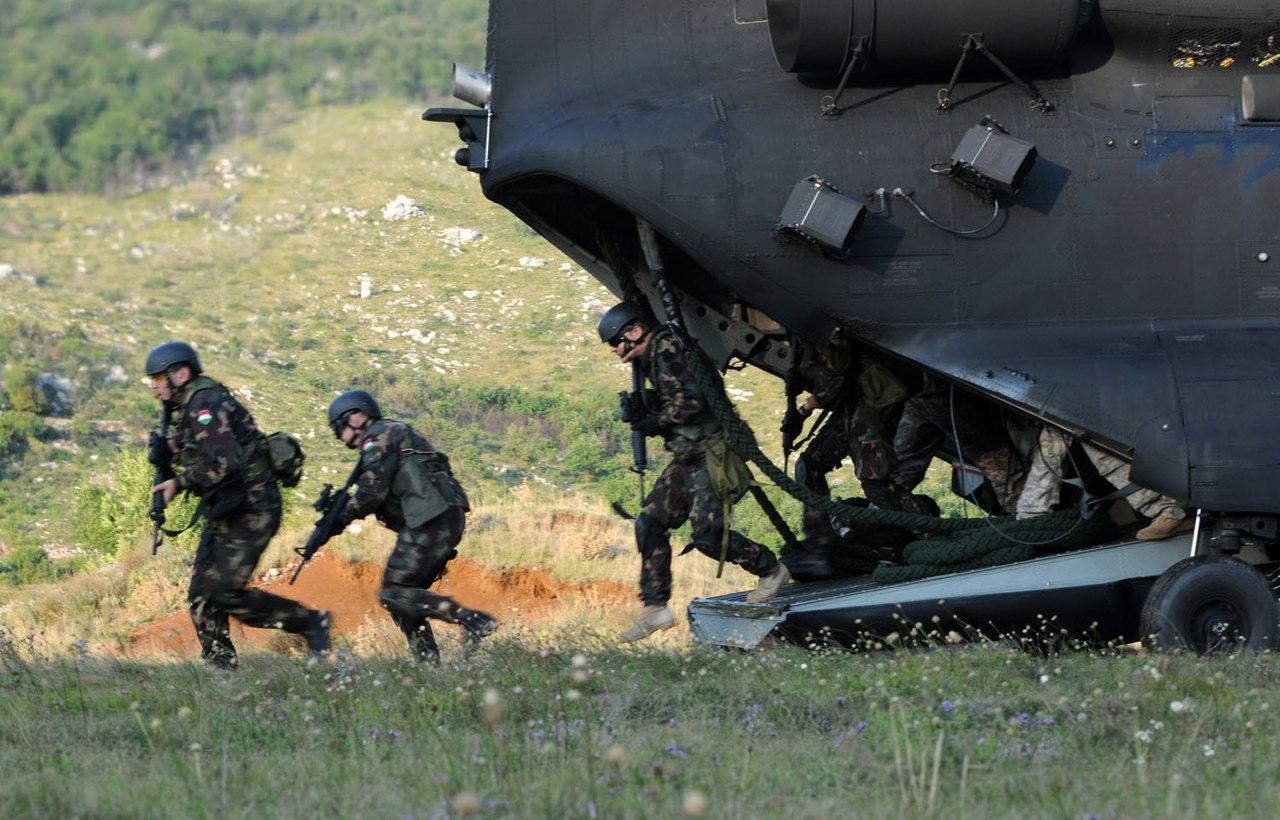 Fegyveres kozelharc afganisztanban 685 -