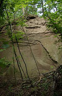 Illesheim Östlicher Steinbruch Fingalshöhle 001.JPG