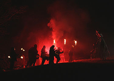 https://upload.wikimedia.org/wikipedia/commons/thumb/4/4f/Imbolc_smoke_and_fire.jpg/375px-Imbolc_smoke_and_fire.jpg