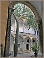 Innenhof eines Palozzo in Palermo (37042632134).jpg