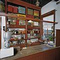 Interieur winkel, overzicht schappenkast met laden - Feerwerd - 20369384 - RCE.jpg