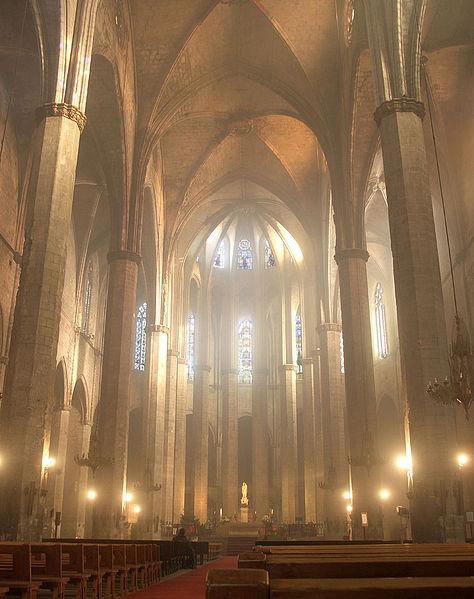 Bella imagen de Santa María del Mar por dentro