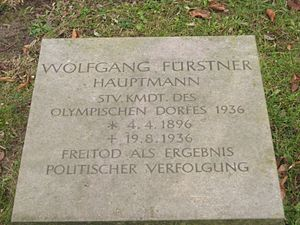"""Wolfgang Fürstner - Wolfgang Fürstner's gravestone. """"Suicide as a result of political persecution"""""""