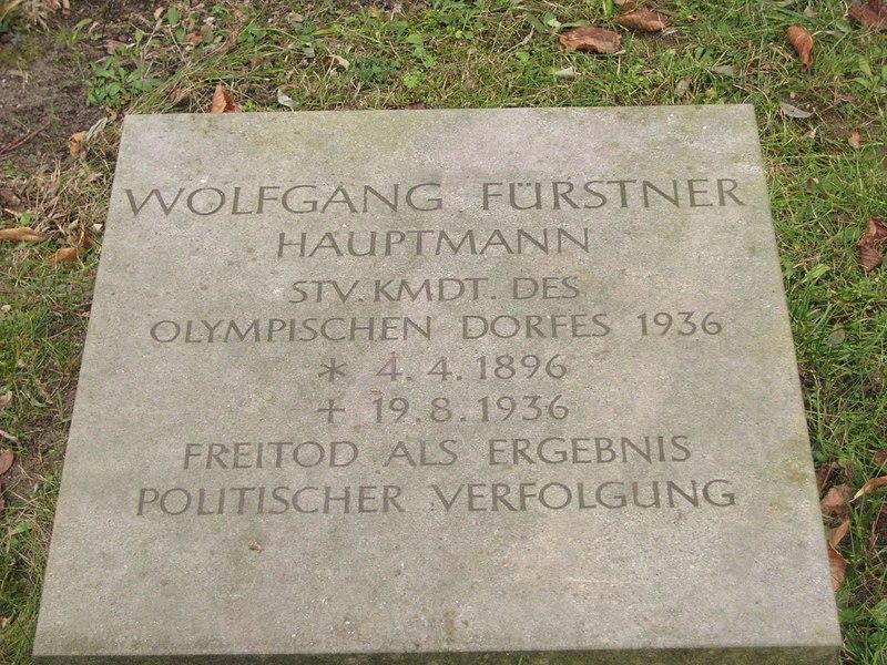 File:Invalidenfriedhof, Restitutionsstein Fürstner.jpg
