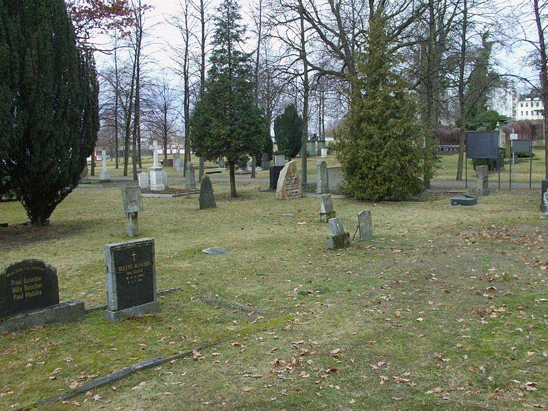 File:Invalidenfriedhof (10).JPG