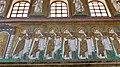 Italie, Ravenne, basilique Sant'Apollinare Nuovo, mosaïque du cortège des vierges (48087108667).jpg