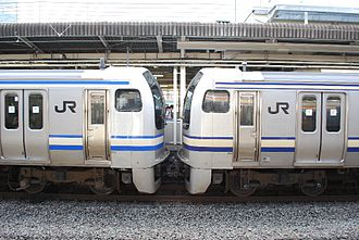 E217 series - Refurbished (left) and unrefurbished (right) sets, August 2008