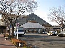 JREast-Shim-maebashi-station-building-20110406.jpg