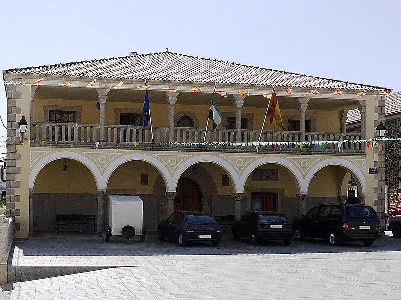 File:Jaraicejo ayuntamiento.jpg