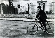 http://upload.wikimedia.org/wikipedia/commons/thumb/4/4f/Jarry_velo.jpg/180px-Jarry_velo.jpg