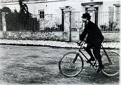 Alfred Jarry - Wikipedia, the free encyclopedia