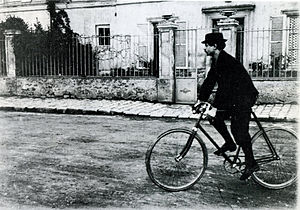 Alfred Jarry - Jarry in Corbeil in 1898 on his cycle Clément.