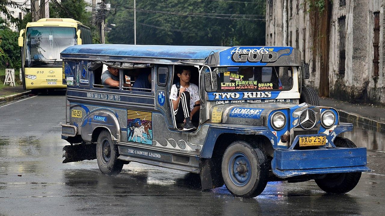 [Pilt: 1280px-Jeepney%2C_Magallanes_Drive%2C_In...801%29.jpg]